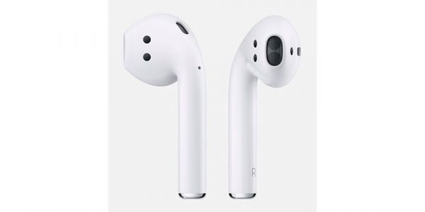 Claimed photos posted of 2018 AirPods with wireless case, likely fake