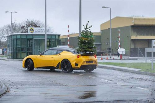 Lotus Merry Driftmas video shows how Christmas trees should be delivered