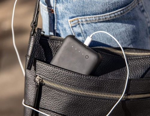 Does the Mophie Juice Pack Access have a power button?
