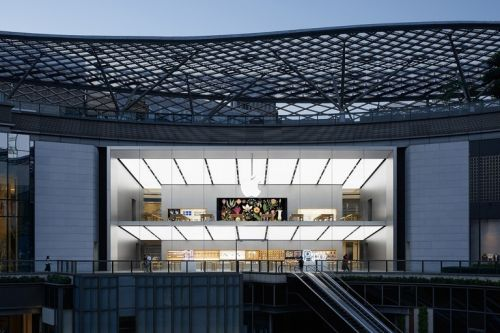 Apple reopens 10 more stores in China