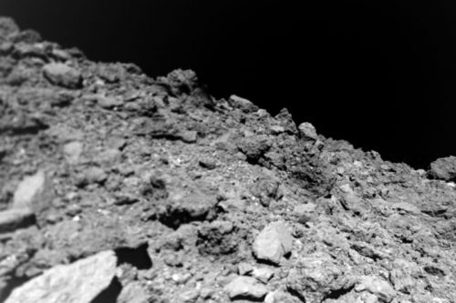 Tiny robot finds an asteroid that's freakishly free of dust