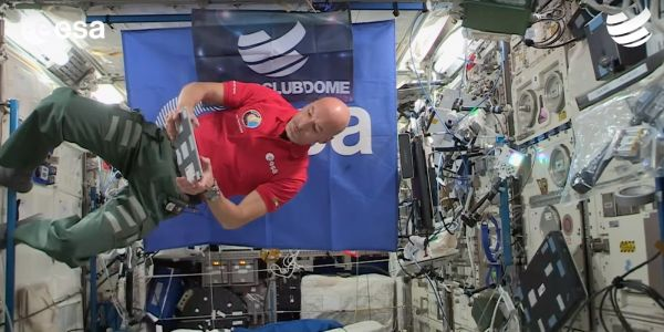 Astronaut uses iPad and djay app to deliver first-ever live DJ set from space