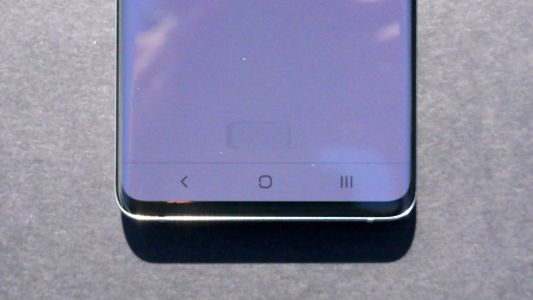 The Samsung Galaxy S10 fingerprint sensor is visible in direct sunlight