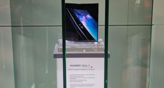 Huawei delays its first 5G phone Mate X until September