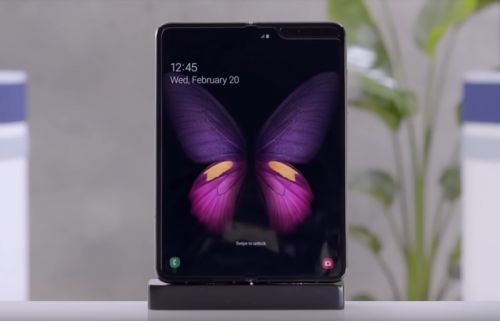 Samsung Galaxy Fold appears in hands on video