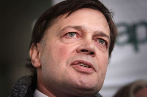 Andrew Wakefield, others hold anti-vaccine rally amid raging measles outbreaks