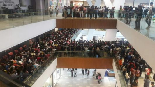 Malaysian Apple Retailer Forced To Cancel $50 iPhone Sale After 11,000 Showed Up