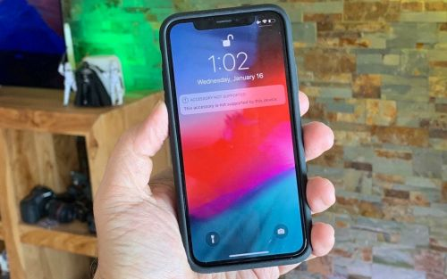 IPhone XS Smart Battery Case fits iPhone X, but functionality blocked by iOS