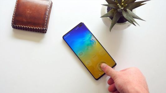 Samsung should have stuck with the rear-fingerprint sensor on the Galaxy S10