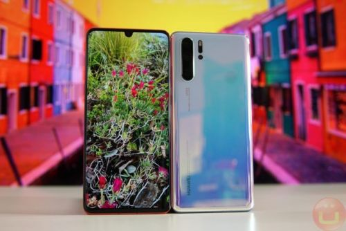 Huawei Takes Down Controversial Lock Screen Ads