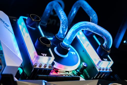 Thermaltake unveils liquid cooled RAM and new lighting options at CES 2019