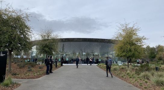 Live Apple Event Coverage: 'It's Show Time'