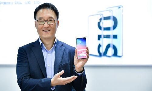 Samsung talks about the new Galaxy S10 Display