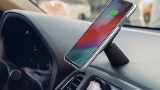 Moshi introduces SnapTo iPhone wireless charging car mount, new USB-C headsets at CES 2019
