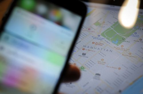 Senator furious at police's easy ability to get real-time mobile location data