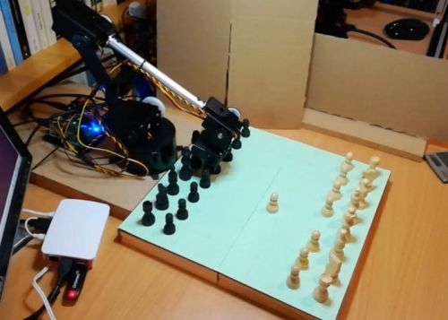 Raspberry Pi chess computer with awesome robotic arm