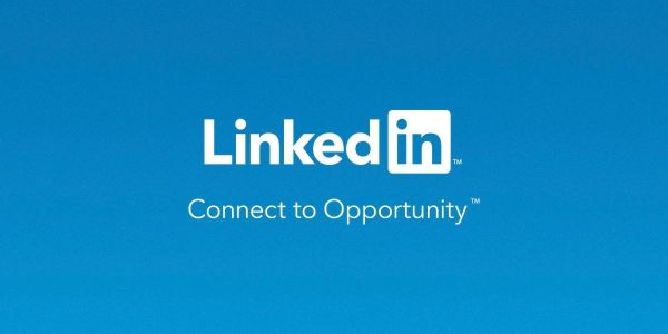 LinkedIn upgrades messaging with attachment support, group messages, mentions, more