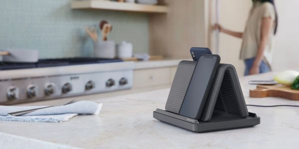 Spansive's Source wirelessly charges four smartphones at a time, even through thick cases and PopSockets