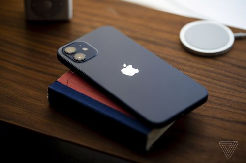 IPhone 12 Reviews: Major Design and Display Improvements, Mixed Experiences With 5G and MagSafe