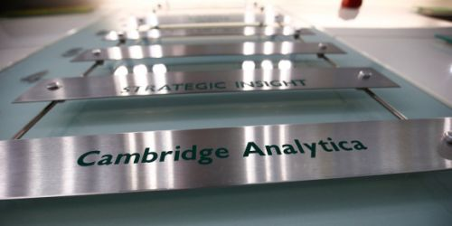 Investigators raid Cambridge Analytica's London offices
