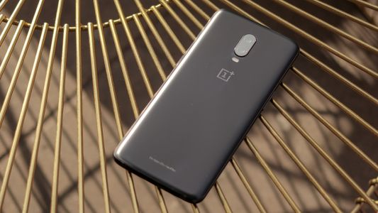 Some users report static waves on OnePlus 6T display