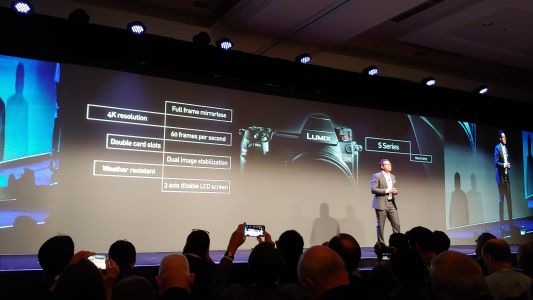 Panasonic teases more Lumix S1 and Lumix S1R specs