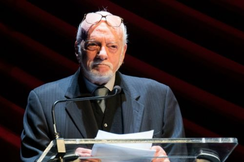 Hal Prince, Broadway Producer Who Brought 'Fiddler' to the Stage, Dies at 91