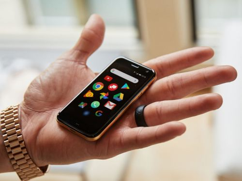 Palm rises from the dead as a zombie brand, launches tiny smartphone