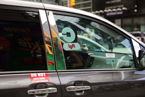 New York City imposes temporary cap on Uber, Lyft vehicles