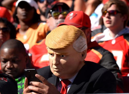 """Trump's cell phone use is security """"nightmare"""" waiting to happen, lawmakers say"""