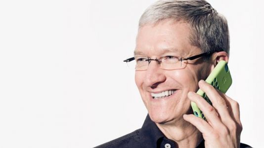 Trump says Tim Cook is a 'great executive' because he calls him 'whenever there's a problem'