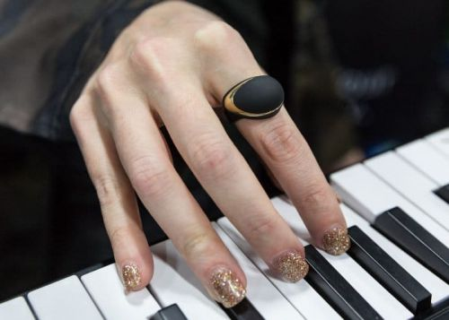 Wireless MIDI Ring Allows Musicians To Trigger Musical Effects Using Hand Gestures