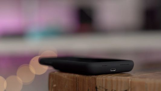 How to charge your Smart Battery Case for iPhone