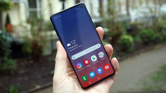 These sub-£30 per month 512GB storage Samsung Galaxy S10 deals are excellent