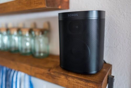 A review of the Sonos One speaker, a reader's iPhone X setup, a tip on using Workflow, and more