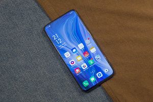 Oppo Reno 10x Zoom hands-on: The shark-fin phone