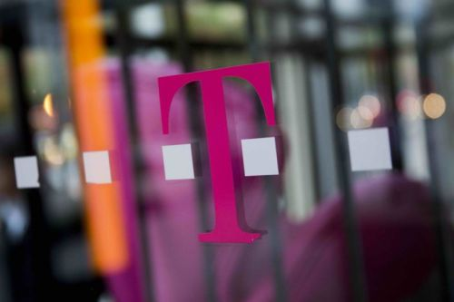 Woman sues T-Mobile after employees allegedly snoop on racy private video