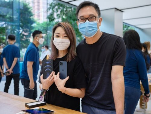 Pictures: iPhone 12, 12 Pro in the hands of Apple's first customers