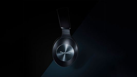 Technics F70N noise cancelling headphones are ready for hi-res apt-X HD
