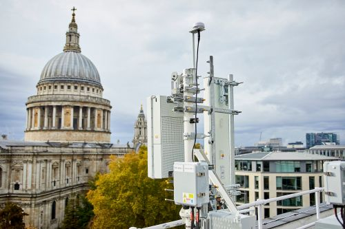Lamppost rows could delay UK 5G rollout