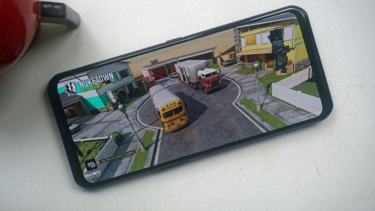 Lenovo's new gaming phone makes the Samsung Galaxy S21 Ultra look small