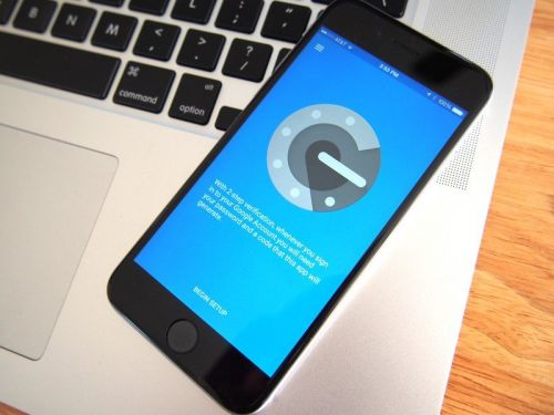 Google Authenticator gets dark mode, ability to transfer accounts on iPhone