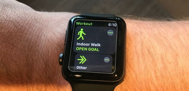 Apple Watch Insulted By Fitbit Executive, But Apple Fans Fight Back