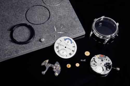 'Hybrid Manufacture' Watch Blends Tech & Mechanics