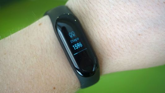 New Xiaomi Mi Band 4 renders show it may have a color screen