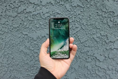 Apple reportedly developing gesture controls, curved screens for iPhones