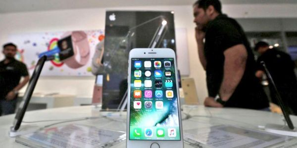 Apple loses trio of key executives in India as 2018 iPhone sales total less than 1M