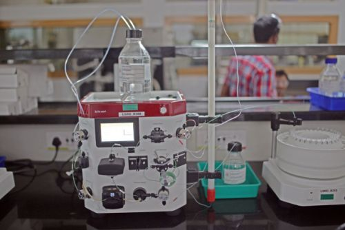 AI plus a chemistry robot finds all the reactions that will work