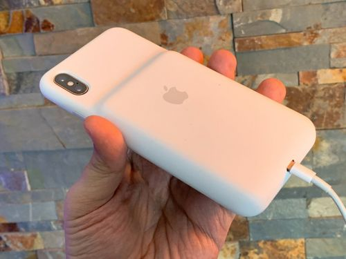 How to charge your iPhone's new Smart Battery Case