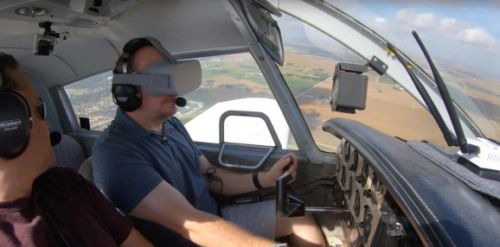 Pilot scares the hell out of us by wearing Oculus Go while flying